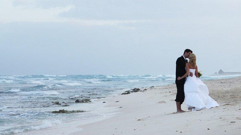 wedding-bride-groom-kiss-beach